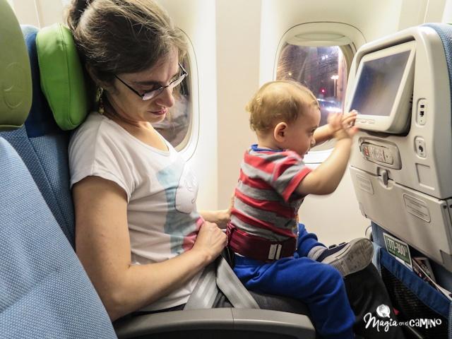 viajando en avión con niños.jpg