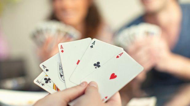 Jugando cartas.jpg