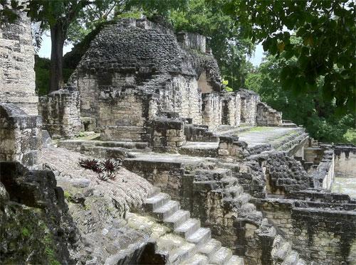 Vuelos a Tikal Palacio de las ventanas.jpg