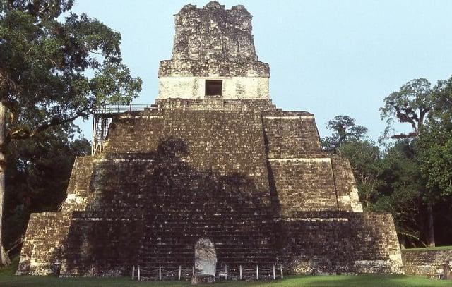 Vuelos a Tikal Templo II.jpg