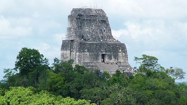 Vuelos a Tikal Templo IV.jpg