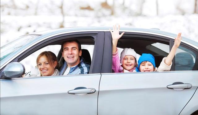 Vuelos a Guatemala familia viaje en auto.jpg