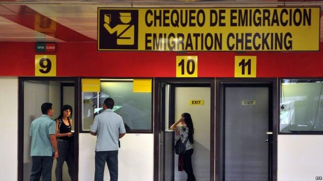 Vuelos a Honduras revisión en la aduana.jpg