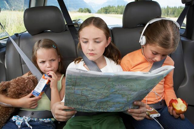 vuelos a guatemala leyendo mapa.jpg