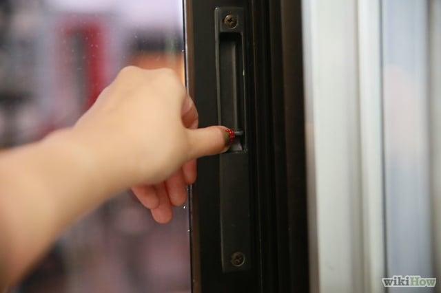 Vuelos a Roatán Asegurando la puerta.jpg