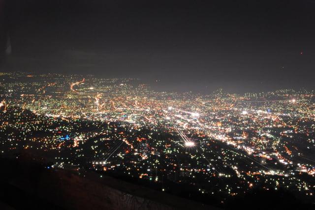 Vuelos a El Salvador San Salvador de Noche.jpg