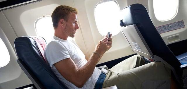 Vuelos a Honduras Smartphone en avión.jpg