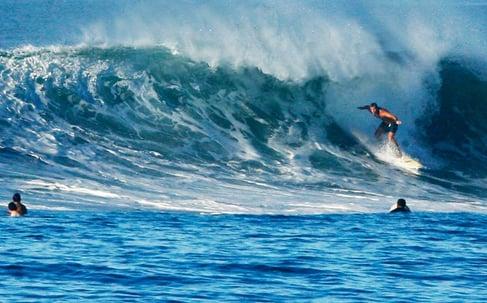 Vuelos a El Salvador, Surfing en El Salvador.jpg