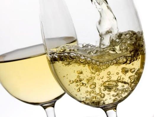 Vuelos a Belice, Vino blanco amarillo.jpg
