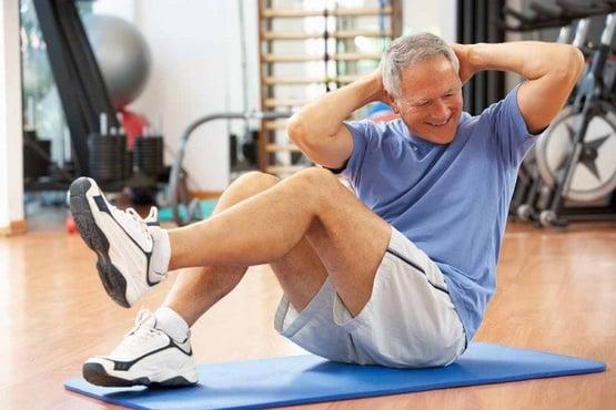Vuelos a belice, hombre mayor haciendo ejercicio.jpg