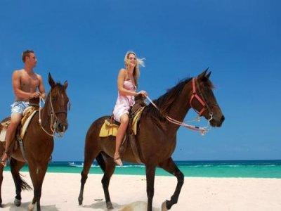 Vuelos a Roatan, Playa Habanna. Cabalgata en caballo.jpg