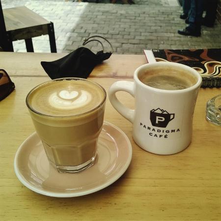 Vuelos a Roatan, Paradigma café