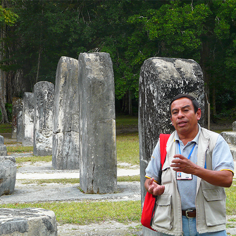 Vuelos a Flores Guía en Tikal.png